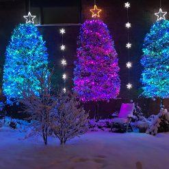 gekleurde kerstverlichting buiten