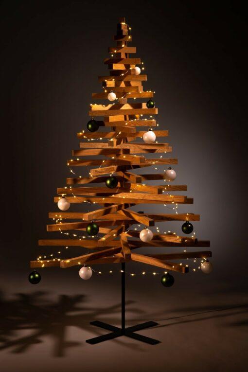 houten kerstbomen versieren kerstballen groen wit
