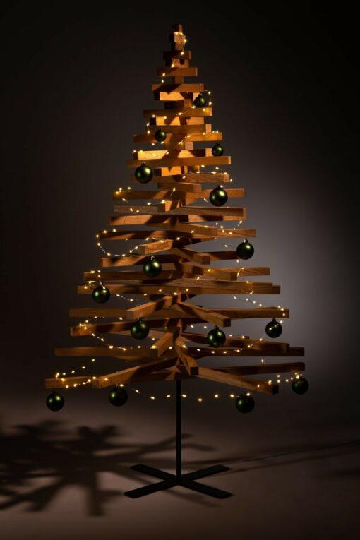 houten kerstboom decoratie kerstballen groen