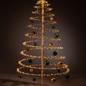 houten kerstboom decoreren kerstballen groen goud