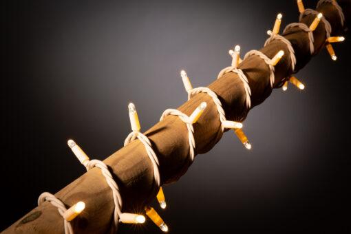 kerstverlichting met witte kabel