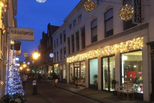 kerstverlichting voor winkelstraat