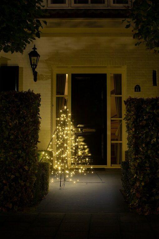 verlichte kerstboom voor buiten